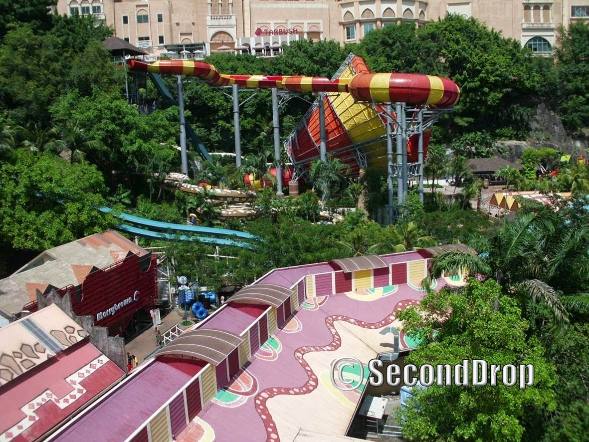 Vuvuzela is by far the most prominent ride in the whole park. It is also my favourite attraction at Sunway Lagoon.